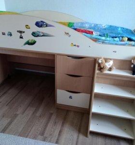 Детская кровать с лестницей