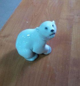 фарфоровый белый медведь.