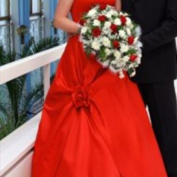 cf45ba94c67 Красное свадебное платье и диадема плюс подарки – купить в Колпино ...
