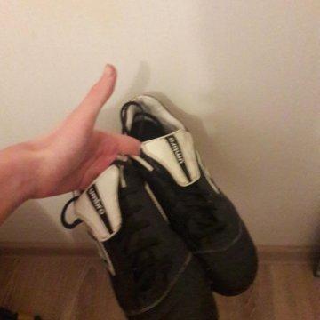 Футбольные кроссовки – купить в Ревде, цена 1 000 руб., дата ... 745b047ceef