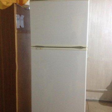 Холодильник полюс, нажала кнопку полуавтоматического
