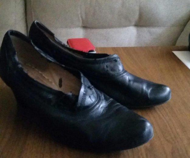 Туфли б/у. верх немного слез. 41 размер. Фото 2.