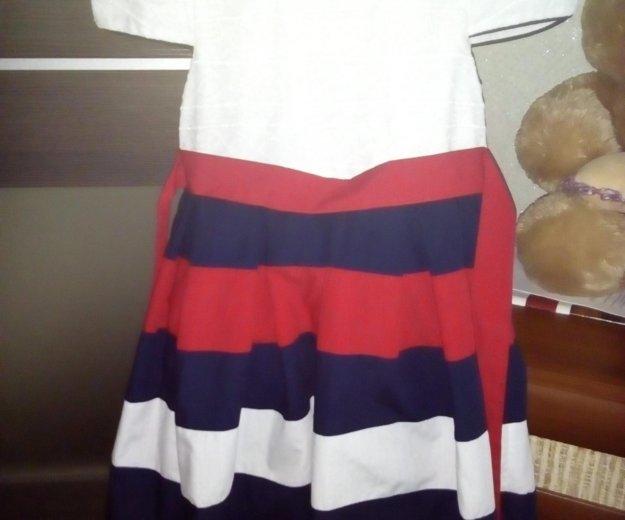 Платье на девочку,размер 122-128. Фото 1. Калуга.