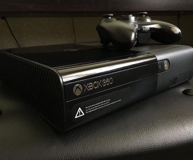 Xbox 360 e 500 gb. Фото 1.
