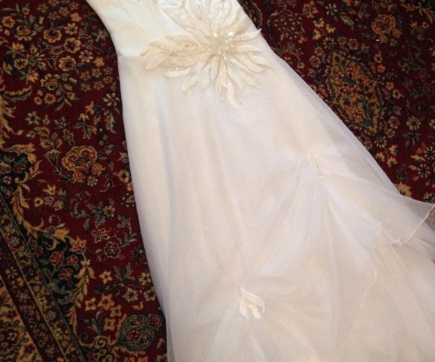Свадебное платье 44-46р и шубка. Фото 1. Азов.