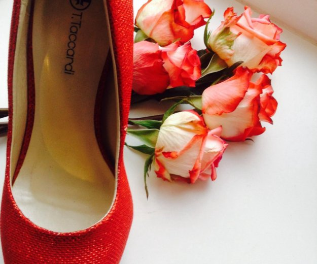 Красные туфли. Фото 1. Санкт-Петербург.