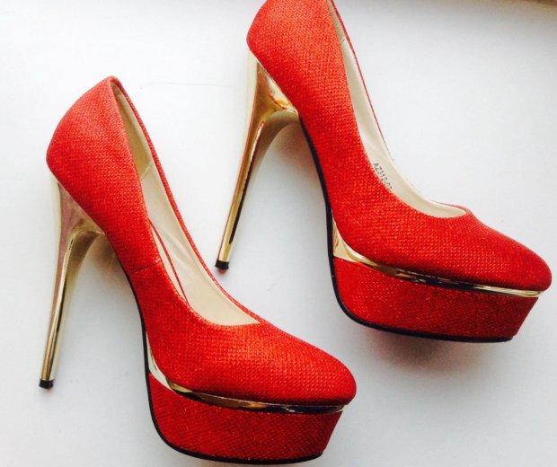 Красные туфли. Фото 2. Санкт-Петербург.