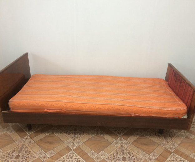 Кровать. Фото 2.