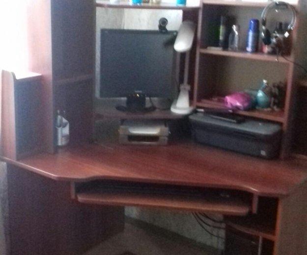 Срочно продам угловой компьютерный стол. Фото 1.