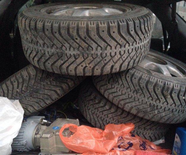 Колеса( диски с шинами) зима. Фото 1.
