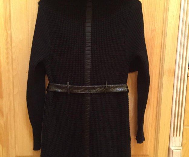 Вязанное пальто с меховым воротником. Фото 3.