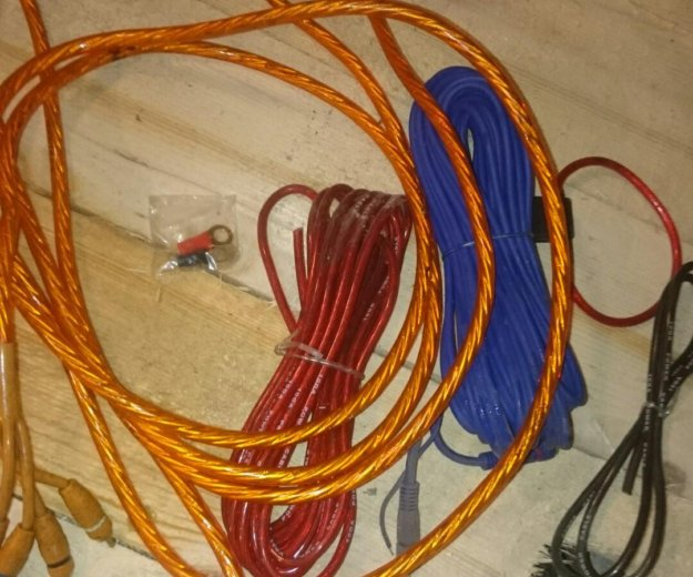 Два усилка, провода. Фото 3. Новотитаровская.