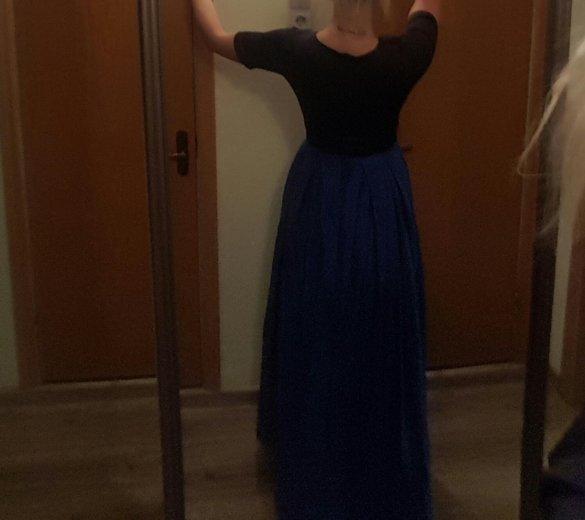Платье вечернее со шлейфом плотное. Фото 2. Москва.
