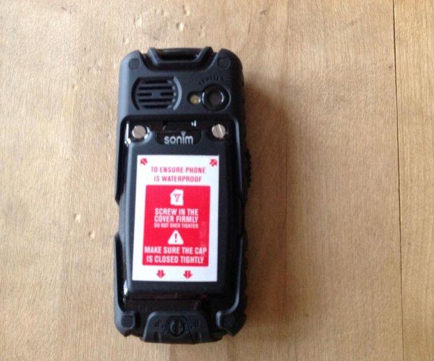 Ударопрочный телефон sonim landrover. Фото 2.