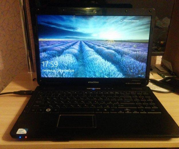 Ноутбук emachines e525. Фото 1.