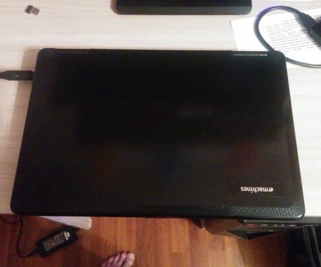 Ноутбук emachines e525. Фото 2.