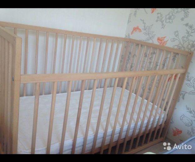 Кроватка с матрасом. Фото 1.