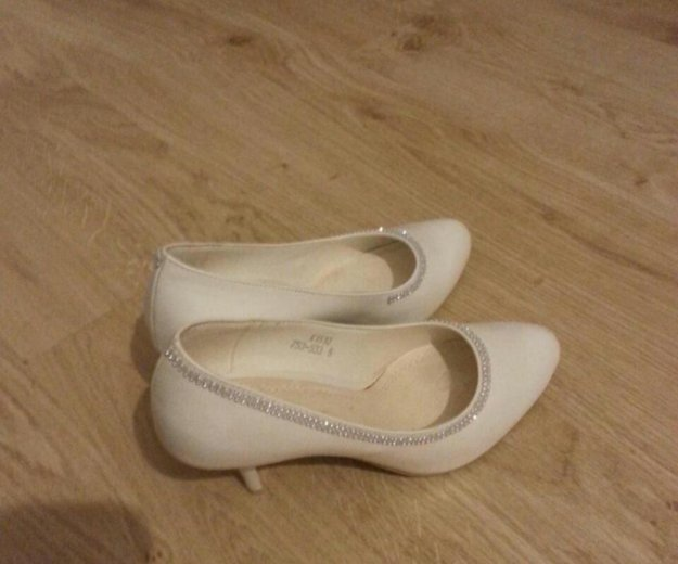 Белые туфли. Фото 4. Красноярск.