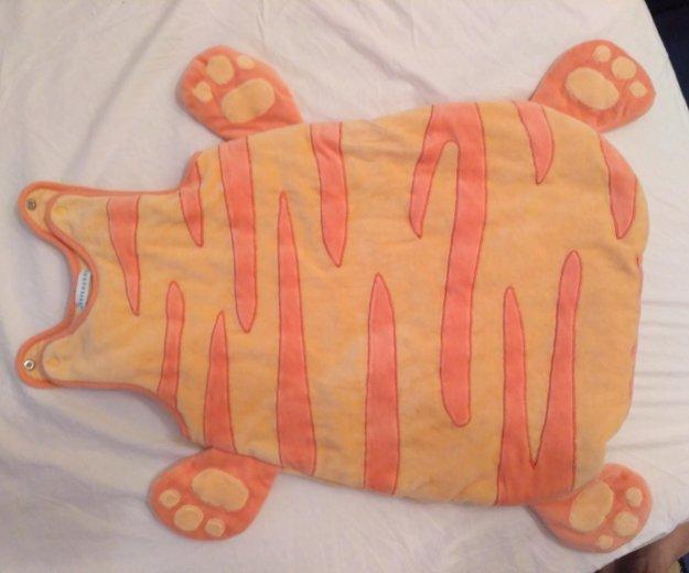 Яркий плюшевый теплый детский спальный мешок. Фото 1.
