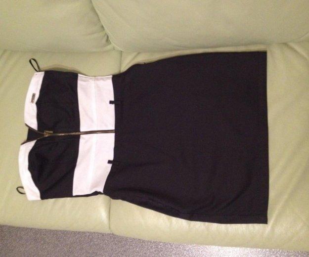 Платье с открытыми плечами. Фото 3. Тюмень.
