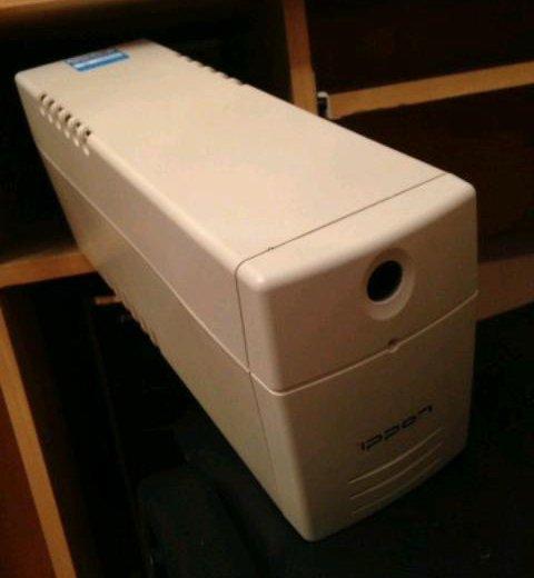 Источник бесперебойного питания ippon back power. Фото 1.