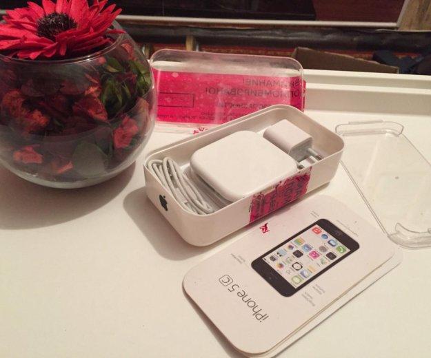 Коробка с комплектом от iphone 5c. Фото 1. Балаково.