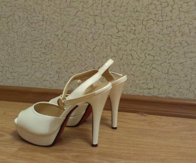 Белые туфли. Фото 2. Москва.
