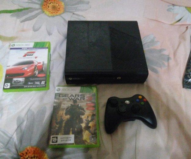 Xbox 360 + 2 игры. Фото 1.