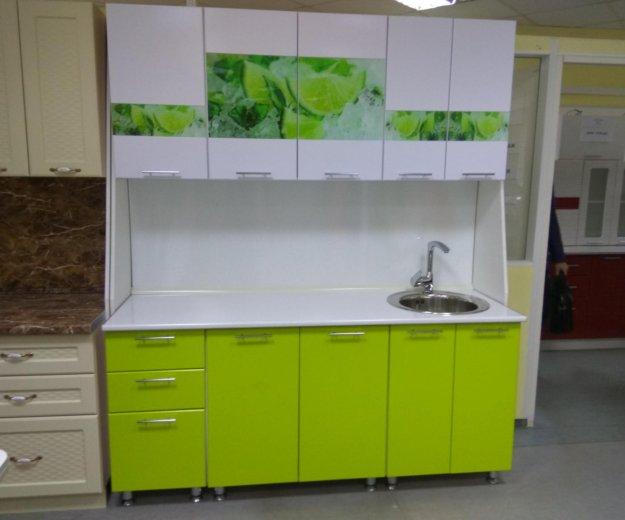 Кухонный гарнитур 1.8 м вставки лайм стеклодекор. Фото 1. Екатеринбург.