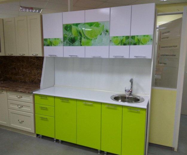 Кухонный гарнитур 1.8 м вставки лайм стеклодекор. Фото 2. Екатеринбург.
