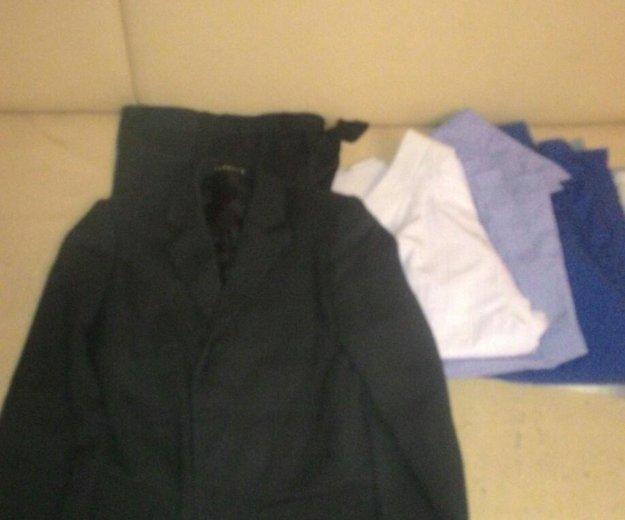 Школьный костюм +4 рубашки. Фото 1. Казань.