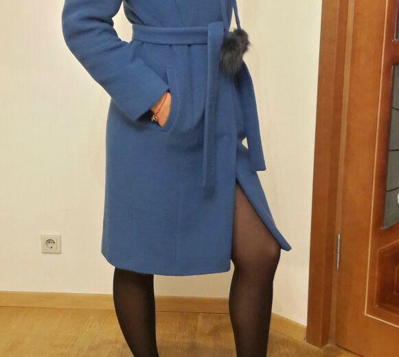 Зимнее кашемировое пальто с меховым воротником. Фото 1. Санкт-Петербург.