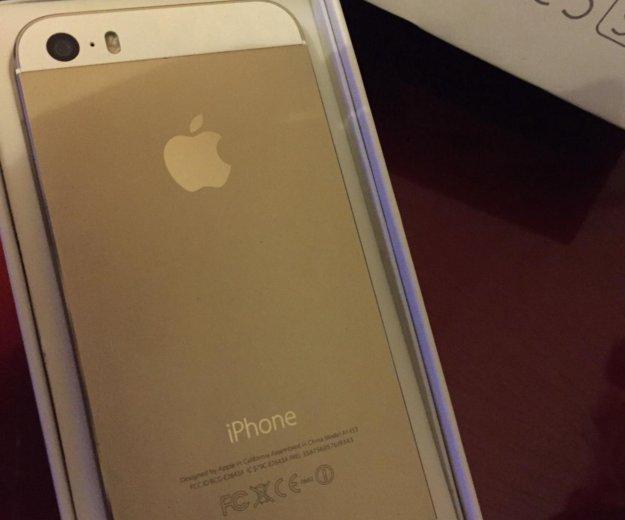 Айфон 5 s gold. Фото 1.