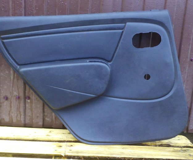 Задние обшивки дверей чёрные renault logan. Фото 2. Сыктывкар.