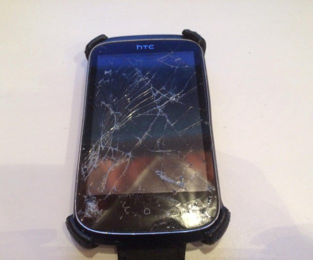 Телефон htc desire c. на запчасти. разбито стекло. Фото 1. Екатеринбург.