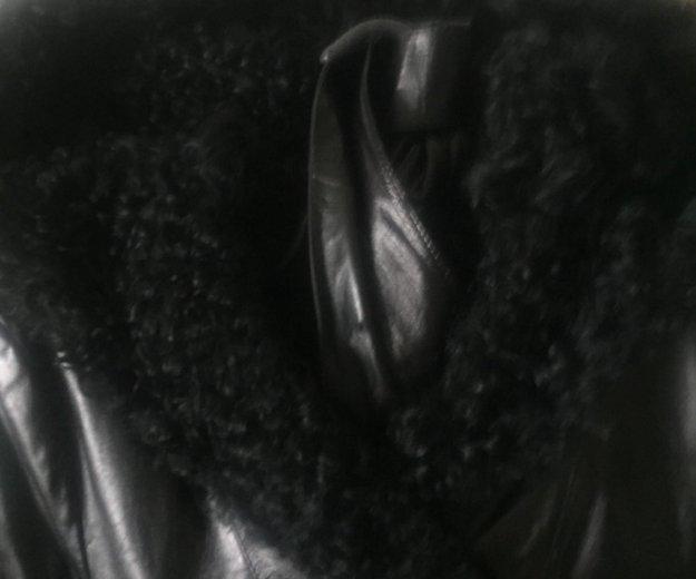Женская дубленка с капюшоном. Фото 1.