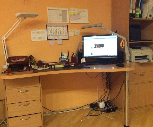 Компьютерный стол с шкафом. Фото 1.