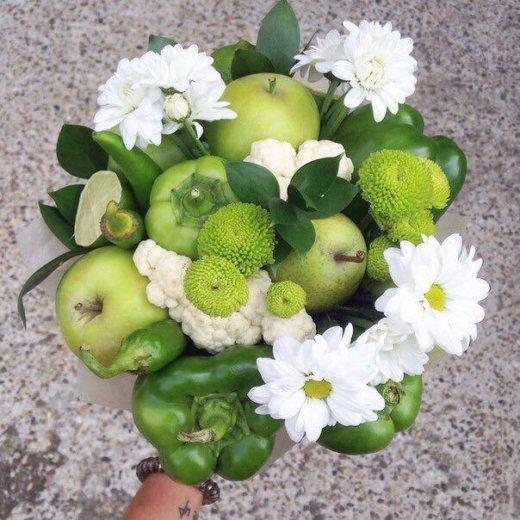 Букеты из фруктов и цветов. съедобные букеты. Фото 1. Пермь.
