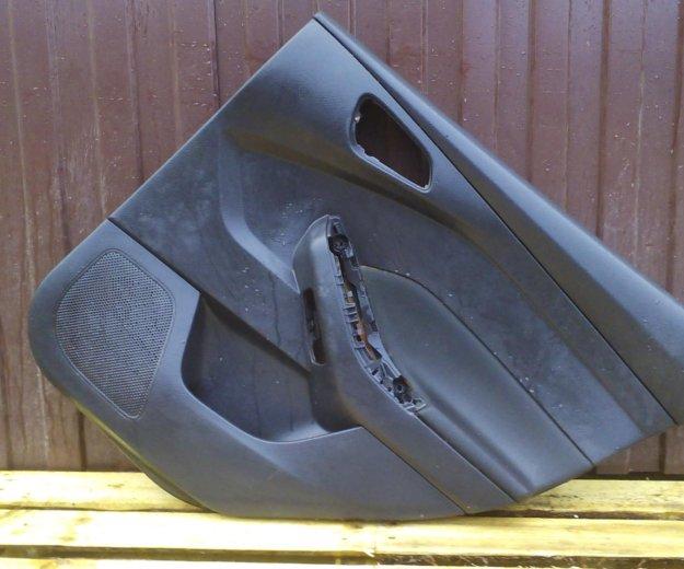 Обшивка двери задняя правая форд фокус 3 focus 3. Фото 1. Сыктывкар.