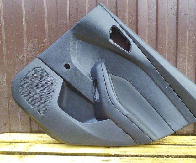 Обшивка двери задняя правая форд фокус 3 focus 3. Фото 2. Сыктывкар.