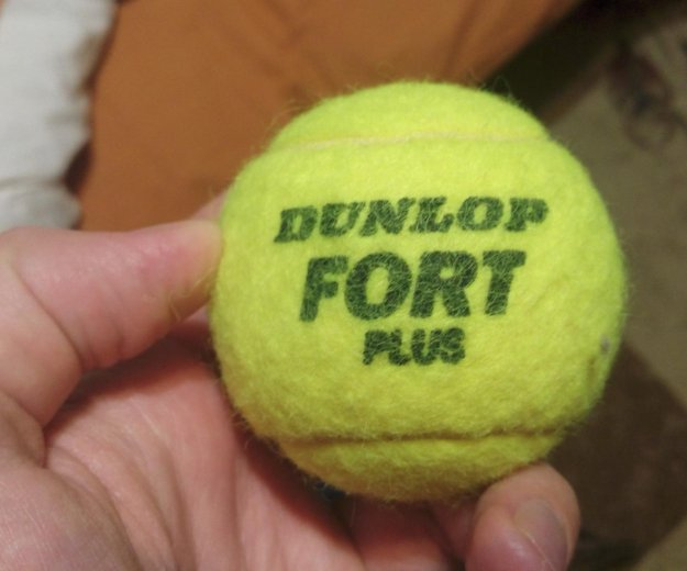 Теннисный мяч. Фото 1. Москва.