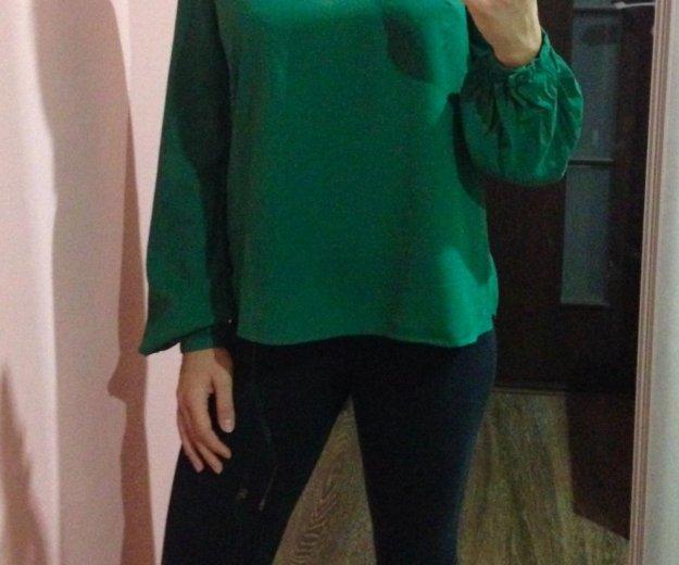 Блузка с яркой молнией. Фото 1.
