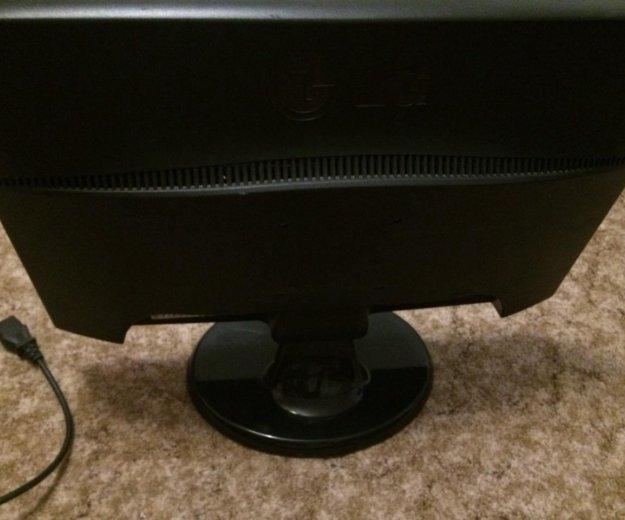 Монитор для компьютера. Фото 3.