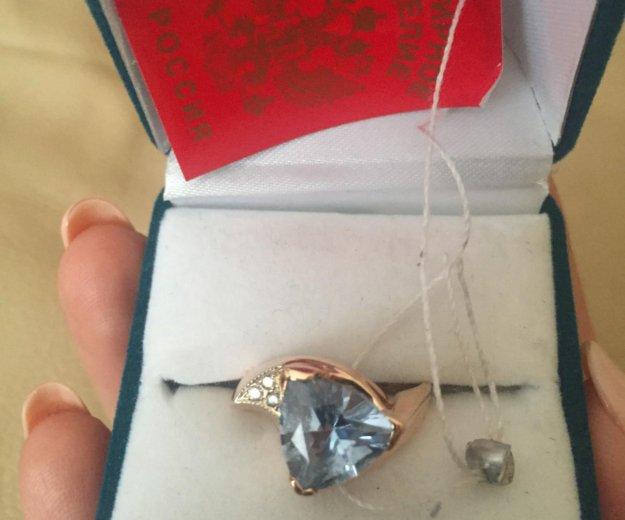 Золотое кольцо с топазом и бриллиантами. Фото 1. Ростов-на-Дону.