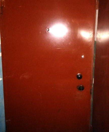Двери металические,входные в хорошем состоянии. Фото 2.