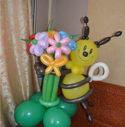 Пчелка с букетом из воздушных шариков. Фото 2. Омск.