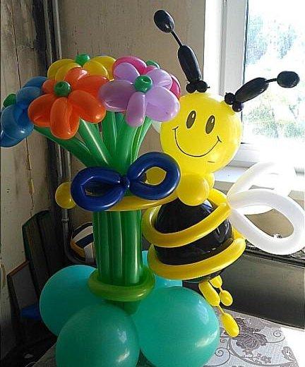 Пчелка с букетом из воздушных шариков. Фото 4. Омск.
