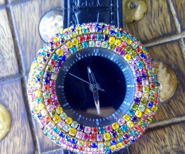 Часы новые со стразами, на дисплее цифры. Фото 2. Краснодар.