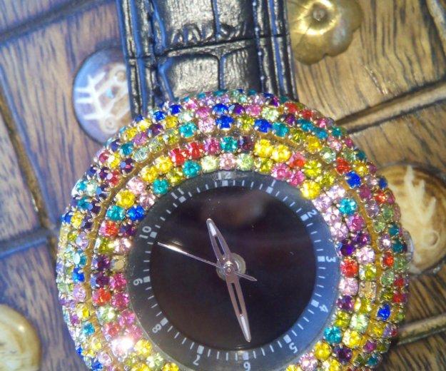 Часы новые со стразами, на дисплее цифры. Фото 4. Краснодар.