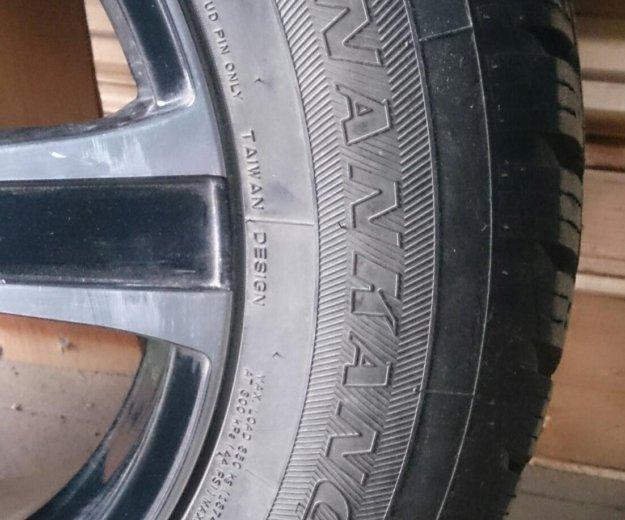 Комплект зимней резины с дисками литьё. Фото 1.